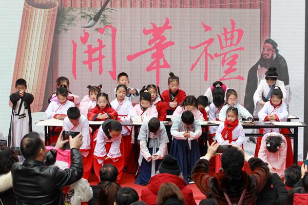 艺千金书画院成立5周年及师生书画作品公益拍卖活动举行