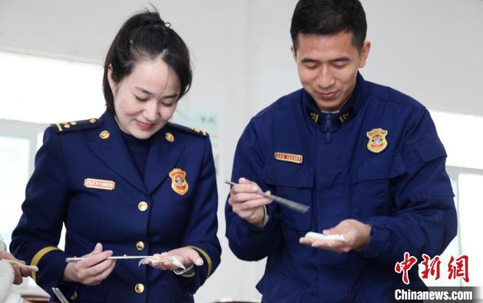 四川自贡:基层消防站里的美味团年饭