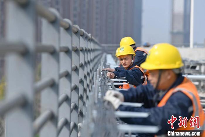 """安徽芜湖:幸福项目部""""异地过年""""心里暖"""