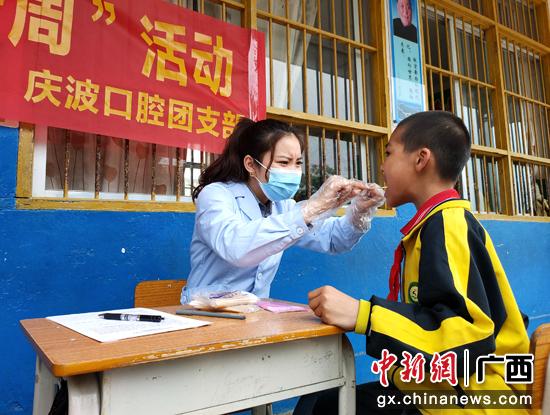 """宁明县开展""""关爱自己·保护牙齿""""公益活动"""