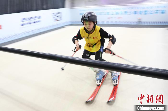 2021年上海市青少年滑雪公开赛拉开战幕