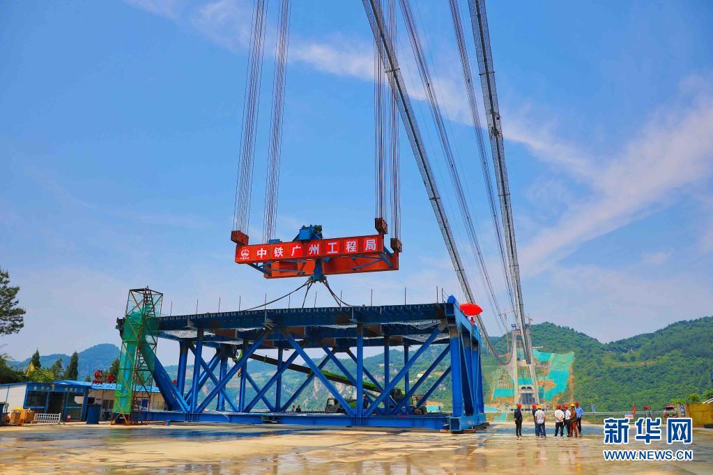 贵州:开州湖特大桥开始架梁[组图]